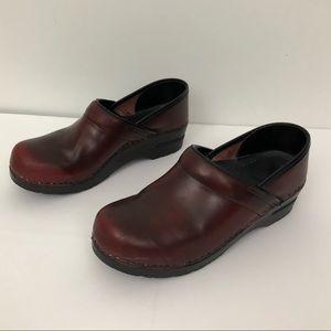 NARROW Dankso Nursing Clogs Burgundy Red Leather